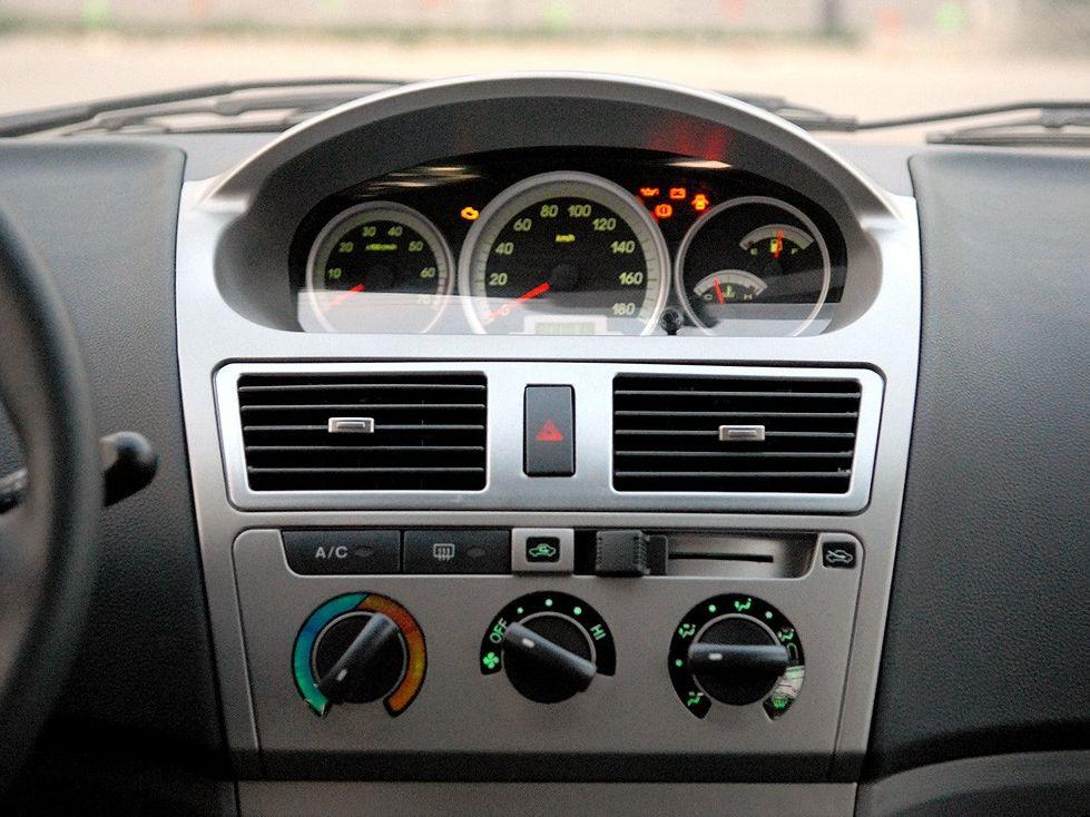 天津一汽 威志两厢 1.3 手动豪华型中控方向盘1288198高清图片