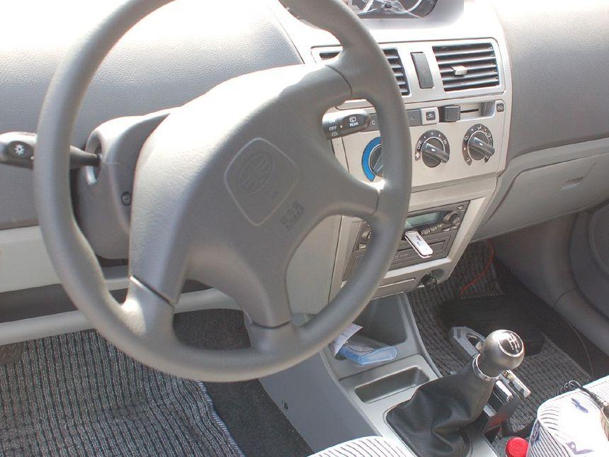 天津一汽 威志两厢 1.3 手动豪华型中控方向盘1288215高清图片