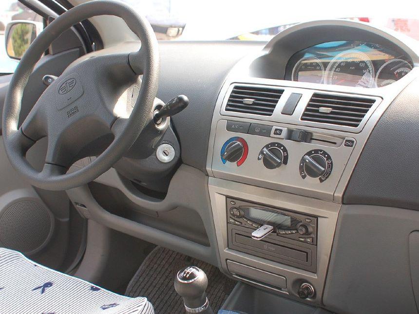 天津一汽 威志两厢 1.3 手动豪华型中控方向盘1288227高清图片