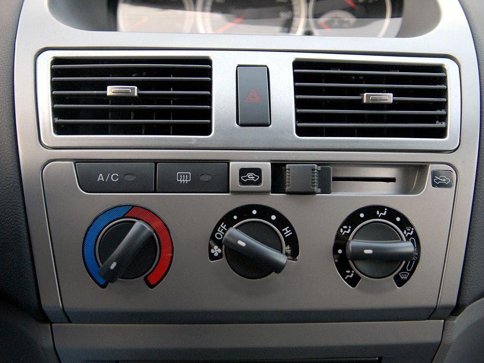 天津一汽 威志两厢 1.3 手动豪华型中控方向盘1288228高清图片