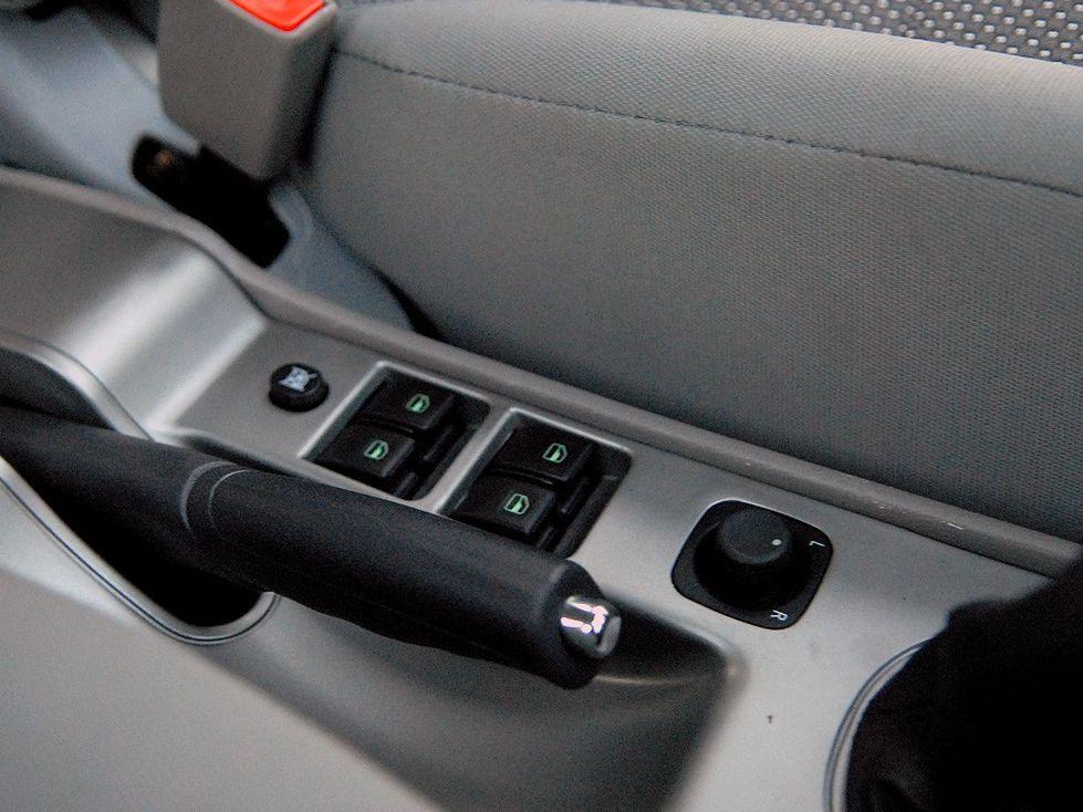 天津一汽 威志两厢 1.3 手动豪华型中控方向盘1288229高清图片