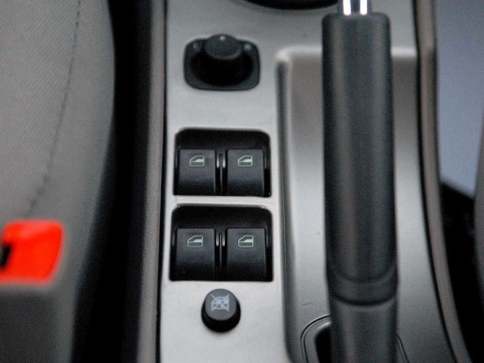 天津一汽 威志两厢 1.3 手动豪华型中控方向盘1288232高清图片