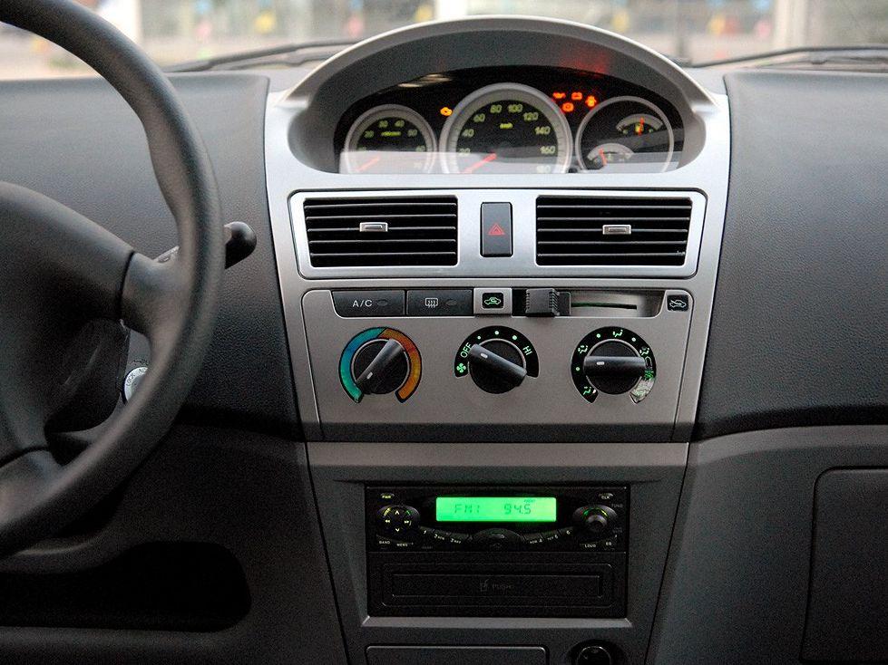 天津一汽 威志两厢 1.3 手动豪华型中控方向盘1288235高清图片