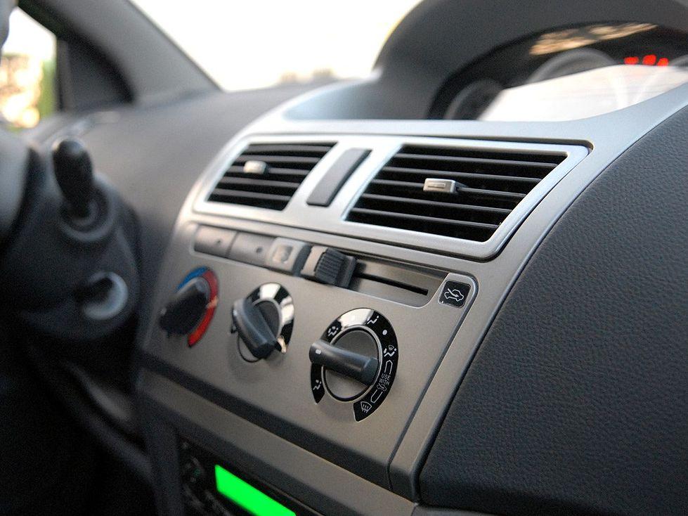 天津一汽 威志两厢 1.3 手动豪华型中控方向盘1288237高清图片