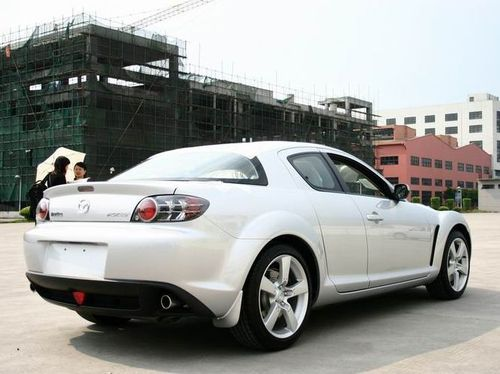 马自达RX-8跑车在北京某家一汽轿车4S店中展出。新浪汽车与该店取得联系,店方证实RX-8将于7月1日左右上市,