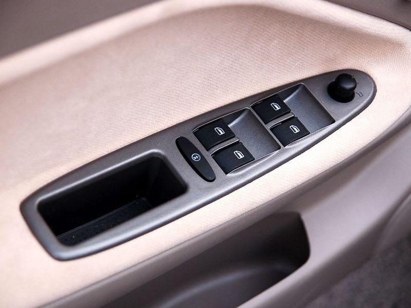 奇瑞汽车 旗云 1.3舒适型车厢座椅1228114高清图片