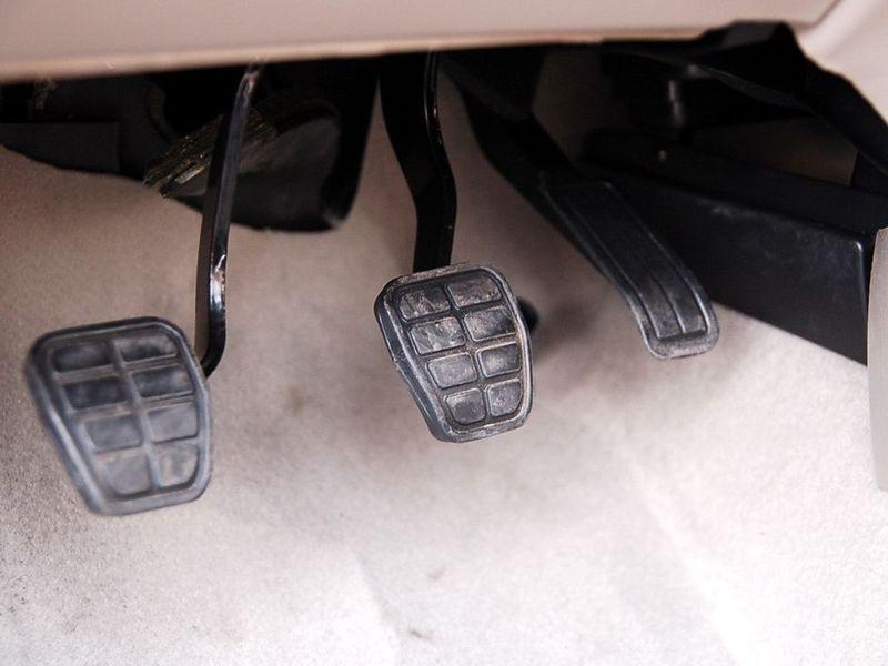 奇瑞汽车 旗云 1.3舒适型车厢座椅1228126高清图片