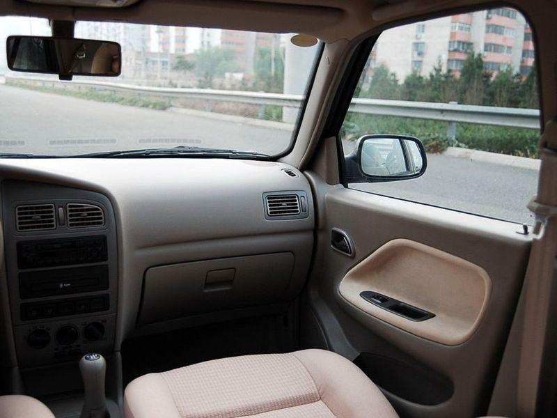 奇瑞汽车 旗云 1.3舒适型中控方向盘1228251高清图片