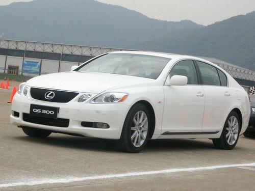 少量老款GS300武汉降价狠 购车让6.6万