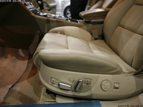 富翁豪车对对碰 百万级豪华轿车导购