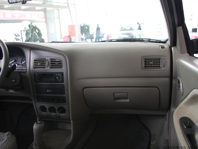 奇瑞汽车 旗云 1.3标准型中控方向盘1484871高清图片