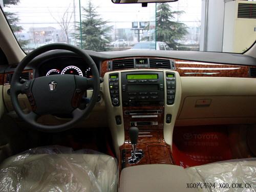 2010款皇冠亮相广州车展 现款降价1.5万