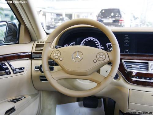 梅赛德斯-奔驰二月同比增长160%